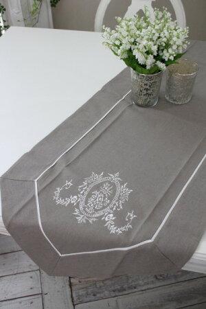 フランスから届くフレンチリネン(グレージュ×ホワイト刺繍)【BlancdeParis】テーブルセンターモノグラム刺繍シャビーシックアンティーク風フレンチカントリーフランス