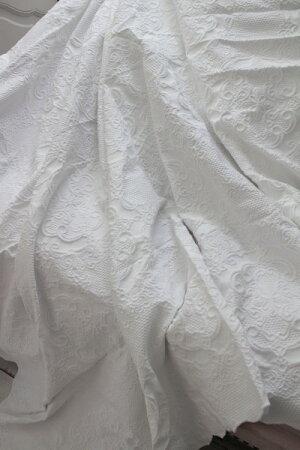 エンボス仕上げのマルチカバー(ホワイト・260×260)ベッドカバーベッドスプレット【BlancMaricloブランマリクロ】イタリア直輸入シャビーシックアンティーク風アンティーク雑貨フレンチカントリー姫系antique