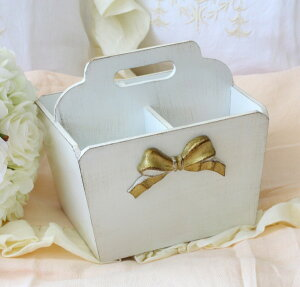 【スマホエントリーで全品ポイント10倍中】イタリア製SOLDIフリーボックスS(4仕切り)リモコンラックホワイト×ゴールドリボンリボンモチーフ