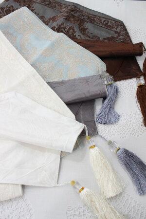 ダマスク柄のエレガントなテーブルランナー(ホワイト、ブルー、ブラウン)テーブルセンタータッセル付きシャビーシックフレンチカントリーアンティーク雑貨輸入雑貨antiqueshabbychic