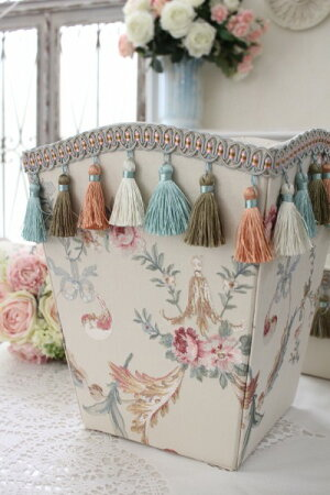 エレガントな刺繍布張りシリーズ(プチトリアノン・ダストBOX)ダストボックスゴミ箱フレンチカントリーアンティーク雑貨輸入雑貨antiqueshabbychic