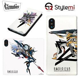 iPhone XS Maxケース RADIO EVA ヱヴァンゲリヲン手帳型カバー。ホワイトをベースにレイやアスカ、シンジ、カヲルの人気キャラクターを配した日常使いしやすいダイアリー型ケース。