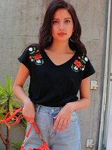 CHILLE花刺繍VネックTシャツ
