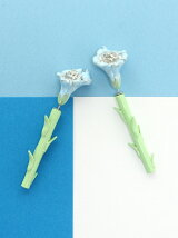 CARNATION EARRING PALE COLOR