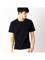 流行のネイティブ柄を編地で表現したTシャツ。