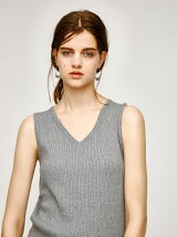 SLEEVELESS V/NECK KNIT TOP