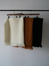 CABLE KNIT FRINGE STOLE