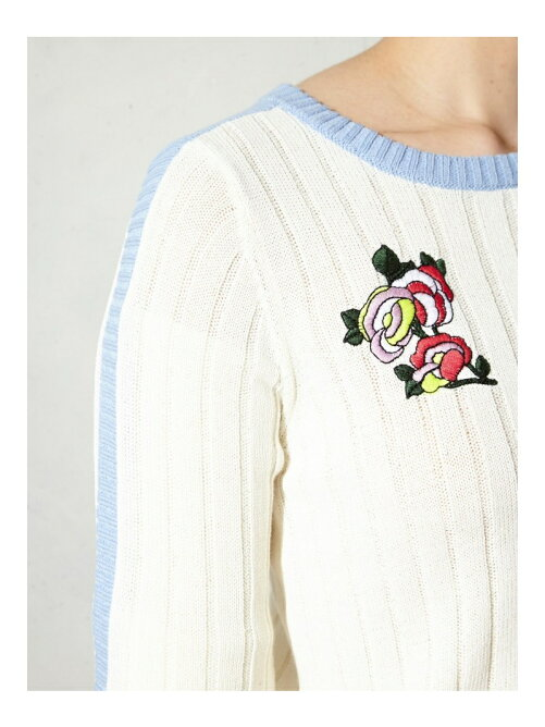 BOUQUET EMBROYDERED KNIT TOP