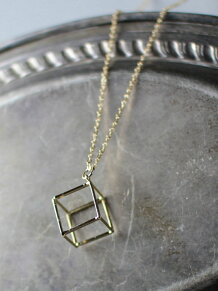 L&HARMONY/(W)キューブ立方体モチーフロングゴールドネックレス