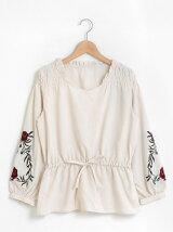 袖刺繍シャーリングブラウス