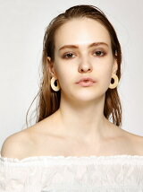 SHELL TONE HOOP EARRINGS