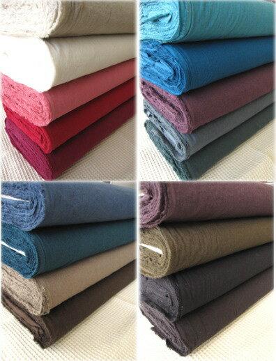 コットンリネン(綿麻)のシーチング生地まるで繊維に空気が織り込まれているような軽くてやわらかな風合い・・・やわらかさとナチュラルな風合いにしたくてエアータンブラーワッシャー加工をしました。綿麻生地(シーチング)