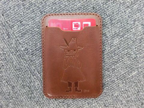 ムーミン/MOOMIN牛革 スナフキンパスケース/定期入れ(ブラウン)(ムーミングッズ | カード入れ IDケース カードケース | 本革 本皮 | made in japan | ギフト | プレゼント)【mm0003】
