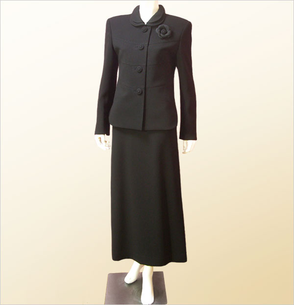 【日本製】ブラックフォーマル 大きいサイズ スーツ ロング丈 ミセス 喪服(高級生地2枚衿ジャケット&セミフレアーロングスカート) トールサイズ対応 レディース 礼服 入学式・卒業式にも