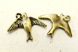 【高品質】翼を広げた鳥のアンティーク風チャーム【一個】【メール便/ゆうパケット対応】【アクセサリーパーツ/チャーム】【デコ素材】