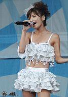 中古 【中古】生写真(女性)/歌手/AAA 宇野実彩子・AAA/膝上・衣装白・右手マイク・ライブフォト/公式生写真