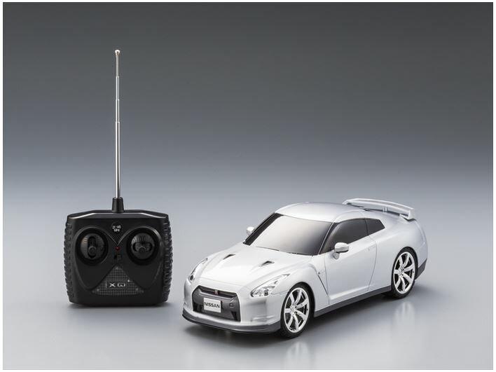 ホビーラジコン 趣味の玩具・模型 カーコレクション  1/18ラジコントロールカー NISSAN GT-R 〈R/Cカー RCカー ラジオコントロールカー ラジコンオンロードカー スポーツカー 無線操縦 日産自動車模型 大人、子供向け玩具 おもちゃ〉