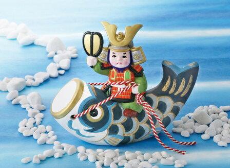 かわいい鯉のぼりのお飾り! 昭峰作 陶器製 五月人形 武者人形 鯉のぼり 出世鯉 【初陣鯉のぼり】 お盆・屏風付きです。 〈5月人形 子供大将 鯉幟 こいのぼり 端午の節句 子供の日 5月5日 五月五日 外国人・海外旅行へのお土産・おみやげにも人気です。〉