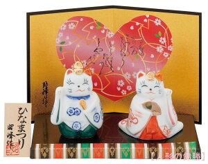 昭峰作 白磁器製 雛人形 盆のり福招き立雛親王飾り 猫の親王飾り 台・屏風・木札付きです。 〈猫人形 ネコ雛人形 ねこひな人形 おひなさま お雛様 お雛さま おひな様 殿姫おひな飾り