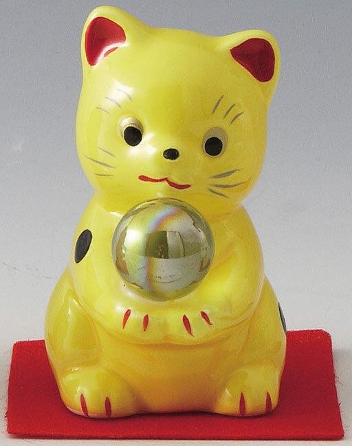 とってもかわいい開運招福の縁起物! 陶器製 水晶風ガラス玉持ち風水招き猫 黄色 高さ6.7cm まねきねこ Feng Shui Beckoning Cat Maneki Neko