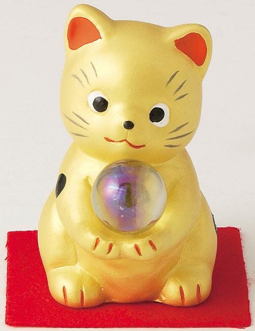とってもかわいい開運招福の縁起物! 陶器製 水晶風ガラス玉持ち 風水金運招き猫 金色 高さ6.7cm まねきねこ Feng Shui Beckoning Cat Maneki Neko
