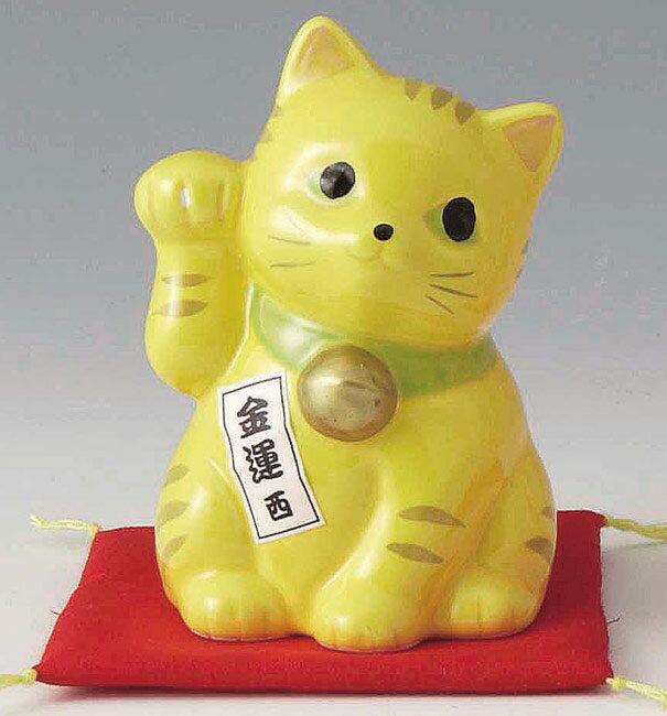 陶器製 豪華赤座布団乗り 風水 西側置き金運招き猫 右手(右前脚)上げ 黄色 高さ10cm まねきねこ Feng Shui Beckoning Cat Maneki Neko