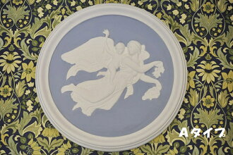 Two kinds of wall hangings Wedgwood jasper style medallion blue made in Italy