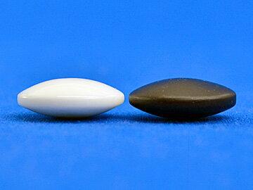 硬質ガラス碁石新生梅(厚み約8mm)(プラ碁笥銘木特大付)