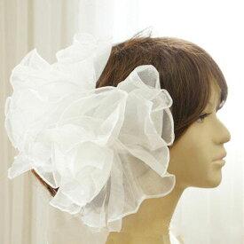 髪飾り 大きいコサージュ ヘッドドレス オフホワイト ふんわりオーガンジーのヘアアクセサリー 結婚式 ウェディングや演奏会 イベントなどに人気です 6300【メール便発送】
