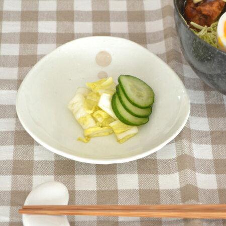 和食器 三角3.5寸小皿 水玉 白 (ドットモノトーンシリーズ)和食器/小皿/水玉模様/白い食器/プレート/おしゃれ/カフェ風/モダン/かわいい/和風