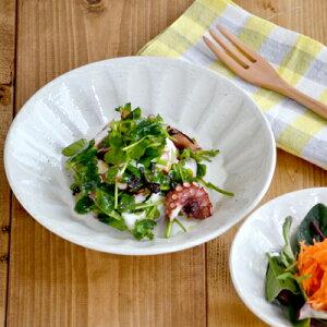 粉引 しのぎ刷毛目 深皿 (19.5cm)和食器 煮物鉢 浅鉢 サラダ皿 副菜皿 取り皿 中皿 スープ皿 プレート カフェ食器 おしゃれ 白い食器 カフェ風 モダン