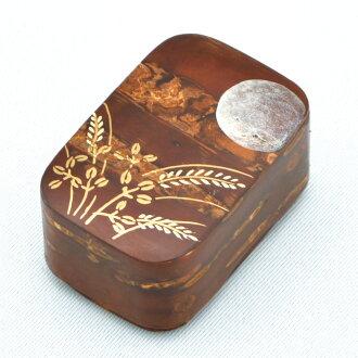 It is bush clover lacquer work Rei Sasaki peak product on the Sakuragi pattern box form incense game moon