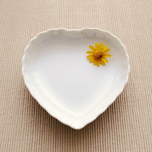 ハート 小皿(アウトレット含む)日本製 磁器 食器 白 白い食器 白磁 陶絵付け シンプル