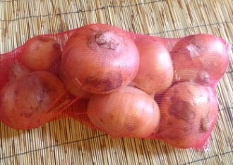 It is approximately 3 kg of onions (LL size) by by organic farming