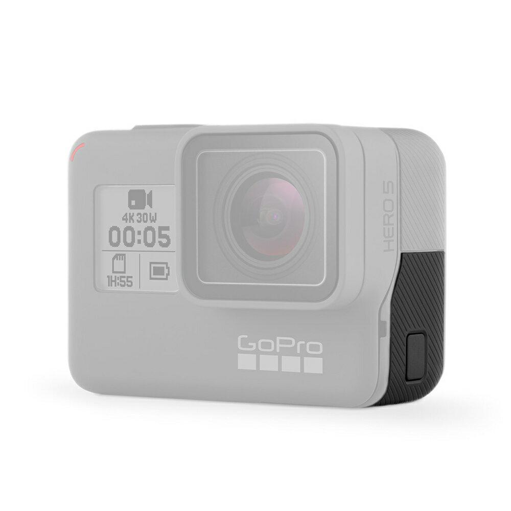 【リプレースメントドア for HERO6/HERO5 ブラック】*GoPro純正アクセサリー・マウント*交換用ドアは HERO6/HERO5 Black の USB-C と Micro-HDMI 用のポートを覆います。*対応製品:HERO6 Black, HERO5 Black【AAIOD-001】