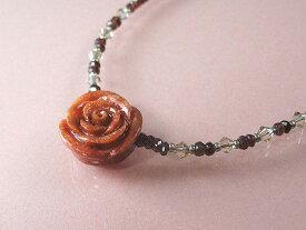 アフリカ珊瑚 薔薇の花 ネックレス (のし等ギフト対応無料) バラ形本珊瑚とガーネット スワロフスキーのクリスタルで首元を華やかに彩ります アジャスター付き金具で41センチから46センチまで調節可能です サンゴ さんご