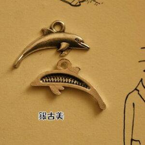 【ハンドメイドパーツ素材】アンティーク風・メタルチャーム・デコ・銀古美・イルカ(25個入)【P652-SA】