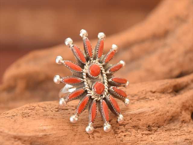 インディアンジュエリー ズニ族 ニードル ポイント レッド コーラル flower リング Zuni クラスター de2