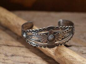 Vintage Indian jewelry サンダーバード シルバー ワイド バングル (Fred Harvey era)