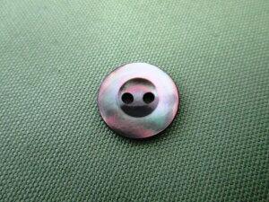 黒蝶貝 2つ穴ボタン S3125 13mm 1個