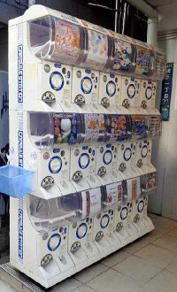 嘎查嘎查自动售货机万代胶囊站 2 和 3 阶段机内