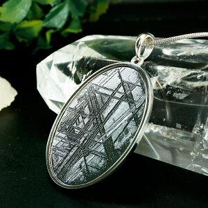 ナミビア産 ギベオン隕石 ペンダント ネックレス 36×28mm プラチナ仕上げ スネークチェーン付き パワーストーン 天然石 アクセサリー 厄除け 風水 お守り ファッション プレゼント かわいい