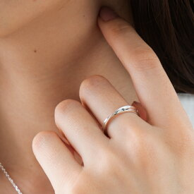 リング ブルーダイヤモンド サムシングブルー メンズ レディース 男女兼用 刻印 シルバー 指輪 ひねり メビウス ツイスト シンプル 大人 細身 上品 おしゃれ ケース付き