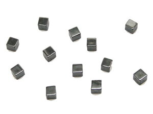 ヘマタイト 【天然石チャーム】 キューブ四角パーツ いろいろなパーツ 約3mm 《10個》