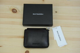 marimekko(マリメッコ)『ILMA 』二つ折りの小銭入れ財布(色:ブラック)※日本正規取扱店 送料無料