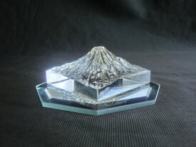 クリスタルガラス製 富士山 (縮尺1/320,000) ☆ 八角鏡台座付 ☆ 世界遺産 世界自然遺産 富士山 Mt.FUJI ガラスの富士山