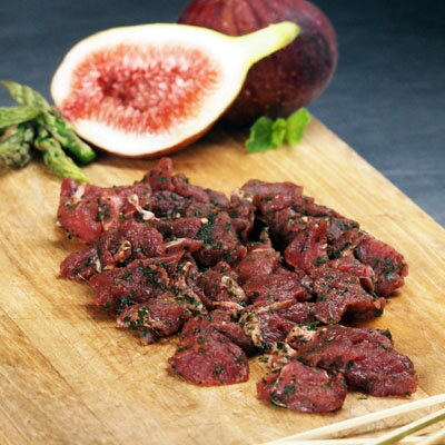 (GW中も発送) ラクダ肉 竹串付き味付けラクダ肉キューブ 150g (肉串、ケバブ)