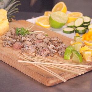 ワニ肉 竹串付き味付けクロコダイルキューブ 150g (ワニ串、ケバブ)- D009a