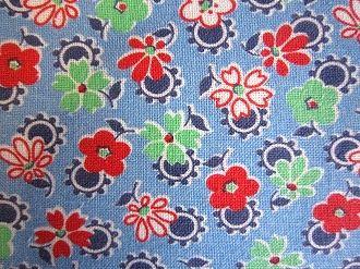 フィードサック ブルー地赤緑白小花 (1/16サイズ)