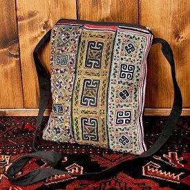 【送料無料】 【一点物】モン族刺繍のスクエアショルダーバッグ / バック インド かばん ポーチ エスニック アジア